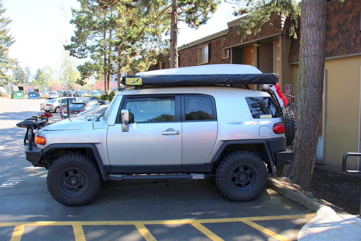 Corey s 2007 fj cruiser build up thread page 9 yotatech forums - Side Shot Of The Very Dirty Rig With The New Awning All Zipped Up